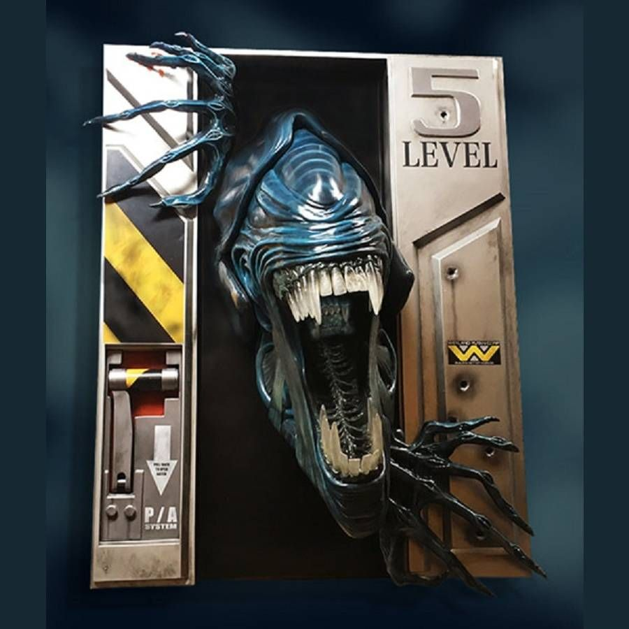 ALIEN QUEEN LIFE SIZE WALL SCULPTURE FROM HOLLYWOOD COLLECTIBLES GROUP